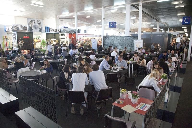 La Feria del Mueble Yecla alcanza los 1.500 visitantes en su segundo día de apertura para los profesionales del sector