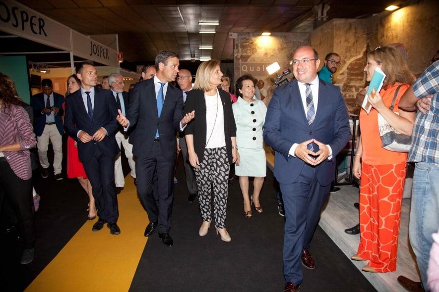El presidente de la Comunidad y la ministra de Empleo han visitado hoy 55ª edición de la Feria del Mueble Yecla