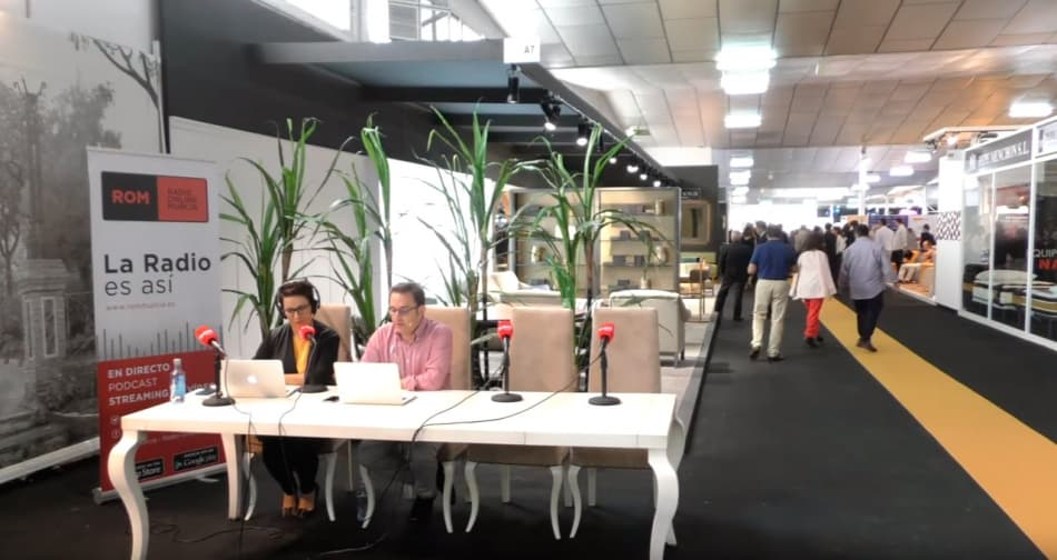 La 55 Feria del Mueble Yecla ha sido escenario de la emisión en directo de distintos medios de comunicación.
