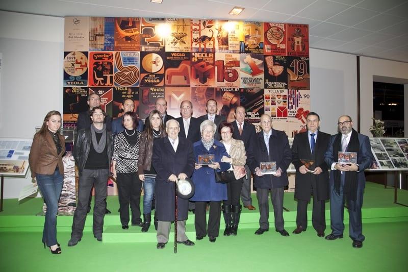 Feria del Mueble Yecla homenajea a los primeros expositores del certamen.