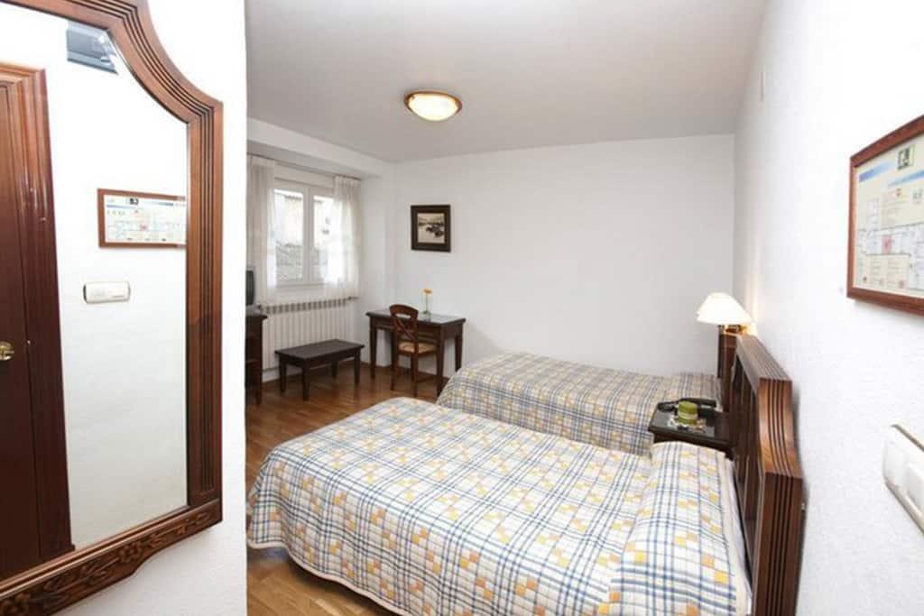 Alojamiento-FeriaMuebleYecla-Hotel-Avenida