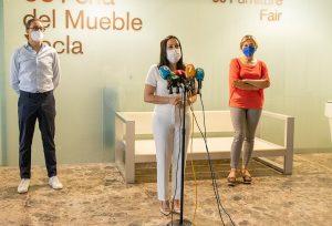 La presidenta de la Feria del Mueble Yecla anunciando el certamen 60 aniversario en Yecla